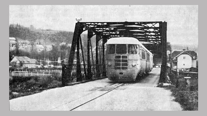 Prijelaz preko Podsusedskog mosta; Snimio Emil Bakal u 60-ima; Preneseno s Foruma Kluba ljubitelja željeznica