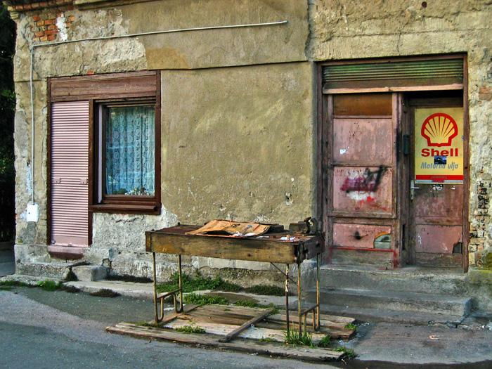 """Nekadašnja """"ulična"""" popravljaonica u Klanječkoj ulici [GP 2004.]"""