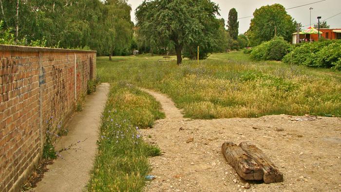 """Nekadašnji koridor """"Samoborčeka"""" uz Munjarski put (s ostacima izvornih pragova)"""