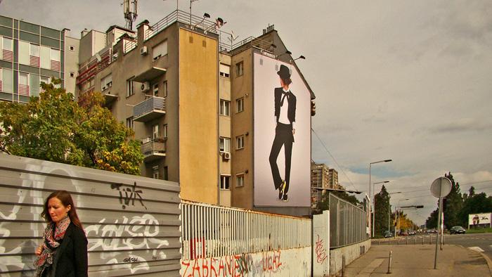 Sjeverno pročelje na početku Zagrebačke avenije kao reklamni pano