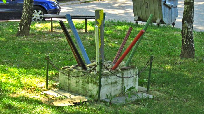 """Simbolička skulptura povodom """"Univerzijade"""" u Hanamanovoj ulici [GP 2008.]"""