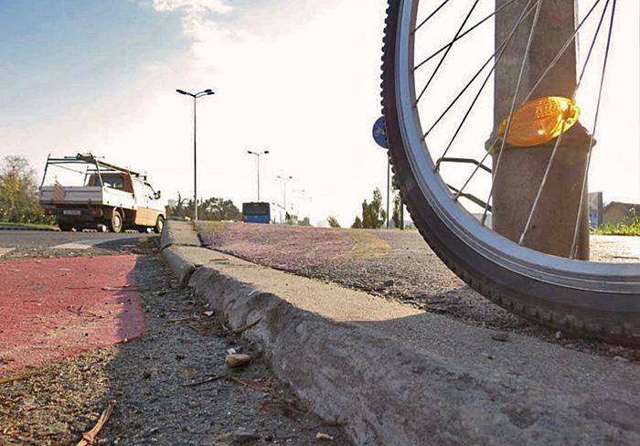 Rubnjak koji garantirano unesrećuje svaku guzu, benzinska stanica INA-Rudeš (jug). Snimio: Vanja