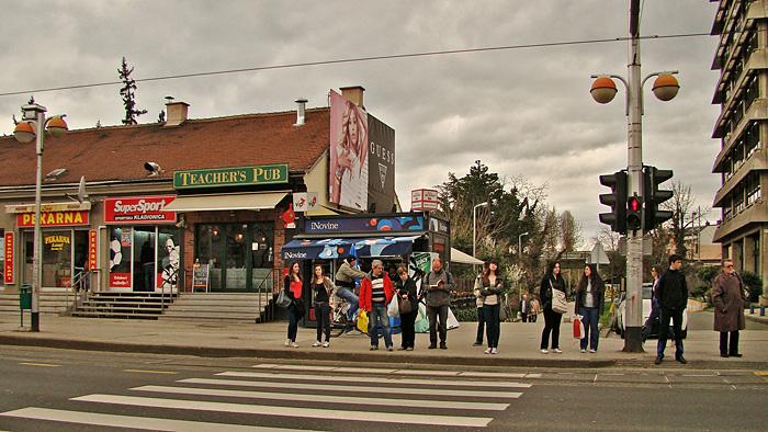 Frekventni semaforiziran pješački prijelaz preko Savske ceste kod Gagarinovog šetališta [GP 2013.]