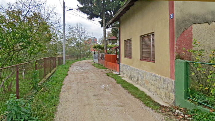 Neasfaltirana Orebićka ulica [VR 2013.]