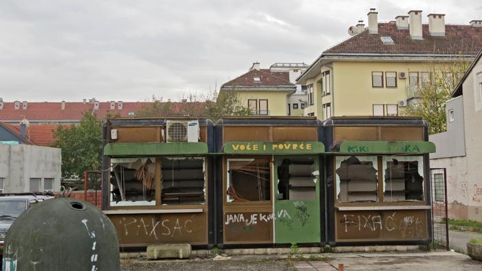 Razbijeni i napušteni kiosci u selu Jarun [VR 2013.]