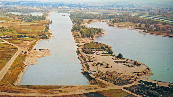 """Zračna snimka jezera Jarun u izgradnji 1982. godine - preneseno iz knjige """"Crvena Trešnjevka"""""""