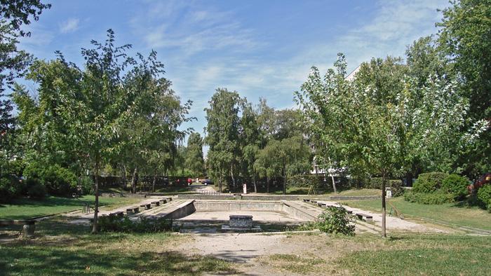 """Dječje igralište Kostelska/Zorkovačka s fontanom """"Zodijak"""" 2007. [Zlatko Dermiček]"""