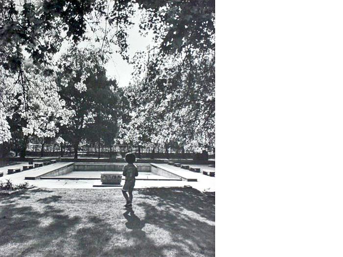 """Dječje igralište Kostelska/Zorkovačka s fontanom """"Zodijak"""" 1979. [Zlatko Dermiček]"""