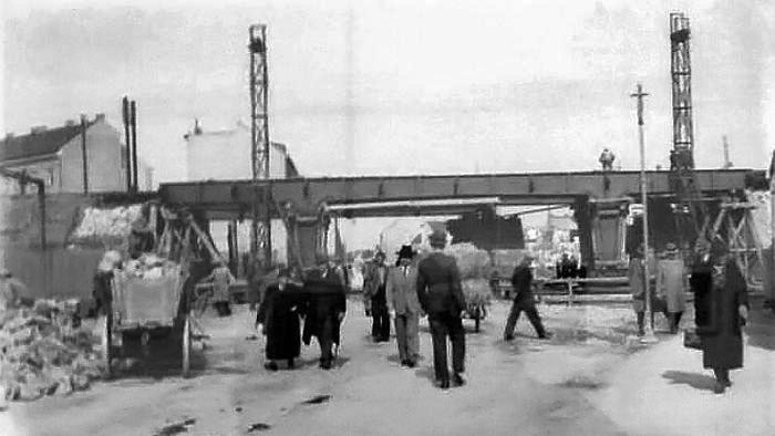 Nadvožnjak preko Tratinske ulice u izgradnji, pogled s istoka, 1935. [HKV]