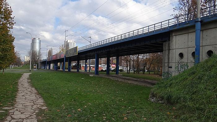 Zapadna strana nadvožnjaka preko Ulice grada Vukovara, pogled s juga [MS 2013.]