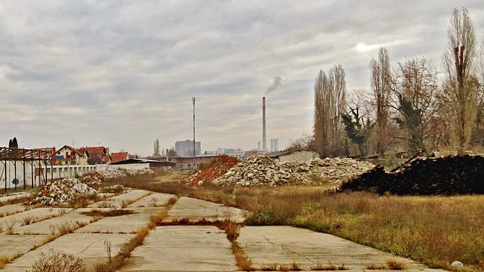 """Otvoreni prostor bivšeg """"Ferimportovog"""" skladišta u Voltinom [VR 2013.]"""