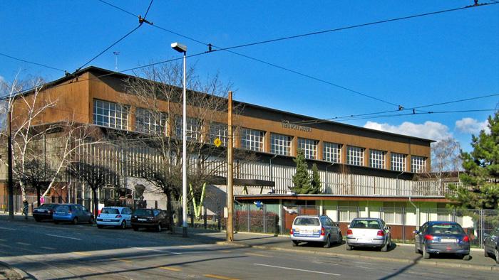 Tehnički muzej u zgradi bivšeg tramvajskog spremišta na Savskoj cesti [GP 2005.]