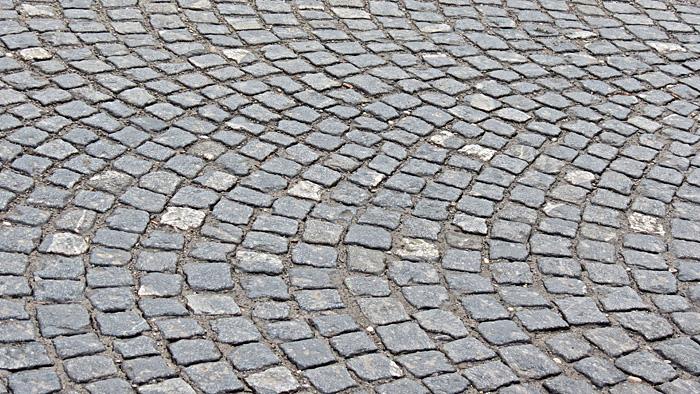Način lepezastog slaganja granitnih kocaka na Fallerovom šetalištu [VR 2014.]
