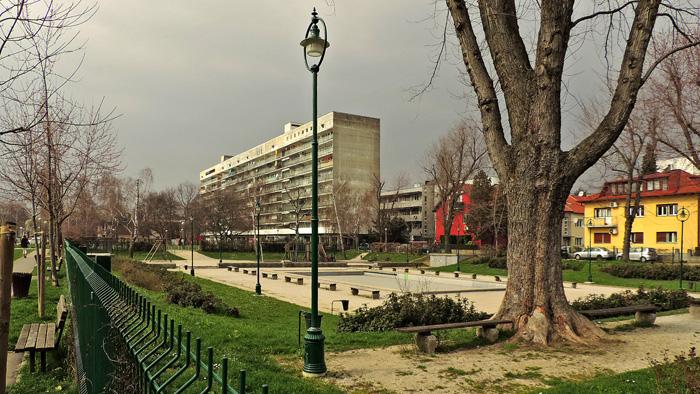 """""""Zgrada"""" u Zorkovačkoj pored parka [GP 2014.]"""