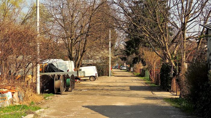 Rudeški put kao jedna od rijetkih neasfaltiranih ulica na Trešnjevci [GP 2014.]