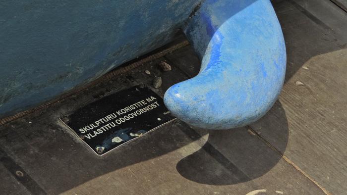 """Peraja na skulpturi """"plavog kita"""" na jarunskom Malom jezeru [GP 2014.]"""