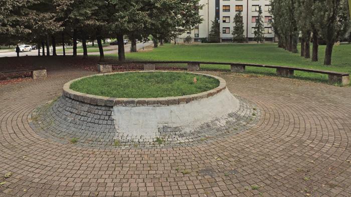 Primjer neprofesionalne sanacije parkovnog detalja u Macanovićevoj ulici [GP 2014.]