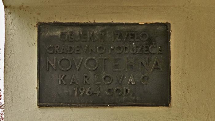 Tabla izvođača radova na zgradi u Zorkovačkoj ulici [GP 2014.]