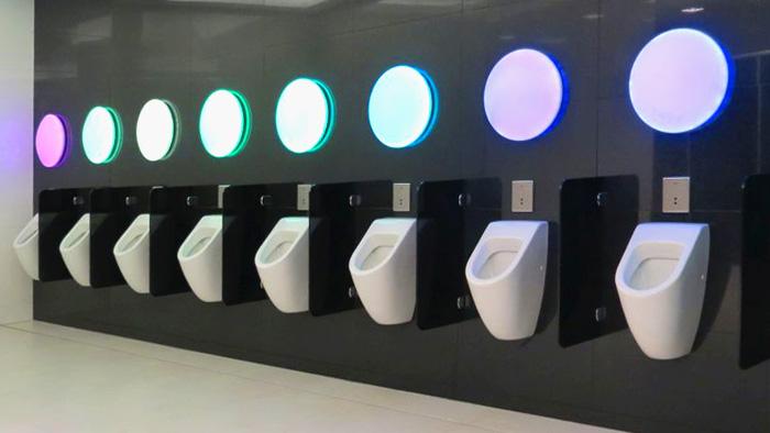 "Svemirska atmosfera u WC-u u trgovačkom centru ""Point"" [VR 2014.]"