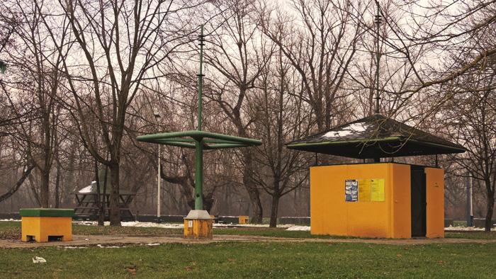 """Sanitarni čvor s tuševima i """"fontanom"""" pitke vode uz rekreacijski centar Jarun (GP 2015.)"""