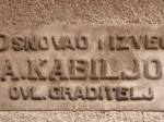 Otisak autora na pročelju zgrade u Tratinskoj 62 [VT 2013.]