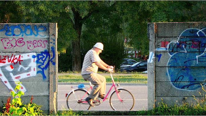 Prolaz u zidu uz Magazinsku cestu probijen prije 2009. [GP 2009.]