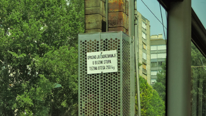 """""""Oklopljeni"""" utezi napinjača tramvajskog voda u Horvaćanskoj ulici [GP 2015.]"""
