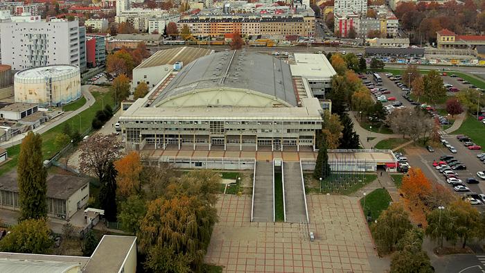 """Trg Krešimira Ćosića i Dom sportova - pogled s najvišeg kata hotela """"Panorama"""" prema sjeveru [GP 2015.]"""