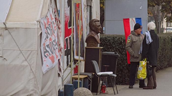Dežurni prosvjednik pred šatorom na Savskoj cesti [SP 2015.]