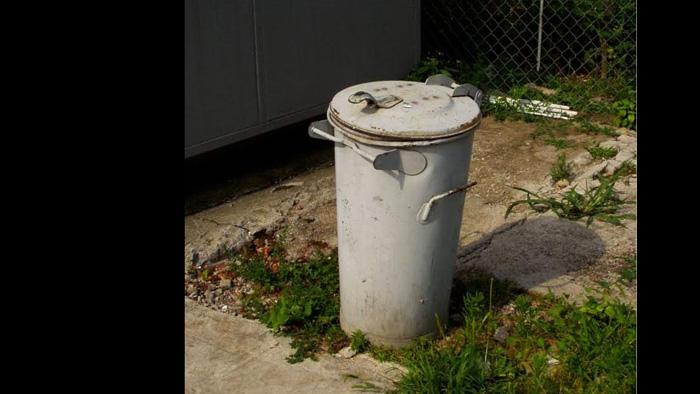 Tipska kanta za kućno smeće iz 60-ih i 70-ih [VT 2010.]