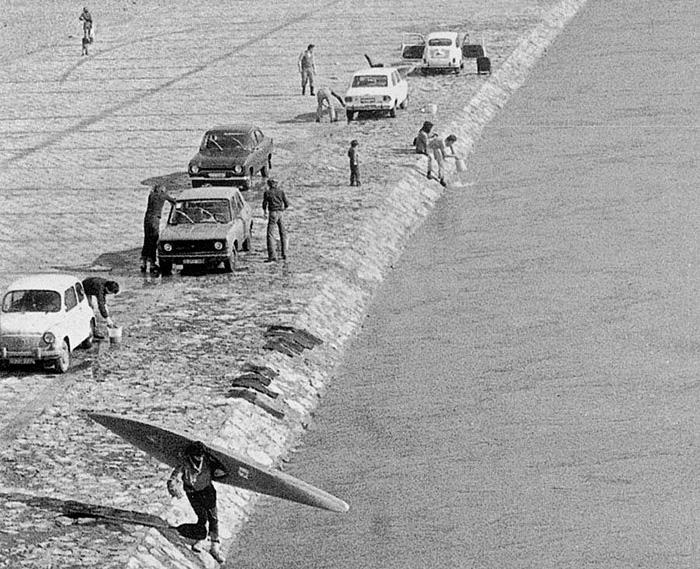 Pranje automobila na Savi kod Savskog mosta; uobičajeno u 60-ima [PC ?]