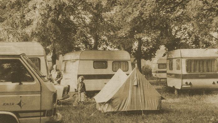 """Kamp """"Mladost"""" na prostoru današnjeg sportskog centra """"Mladost""""; sedamdesetih godina XX. stoljeća [VL]"""